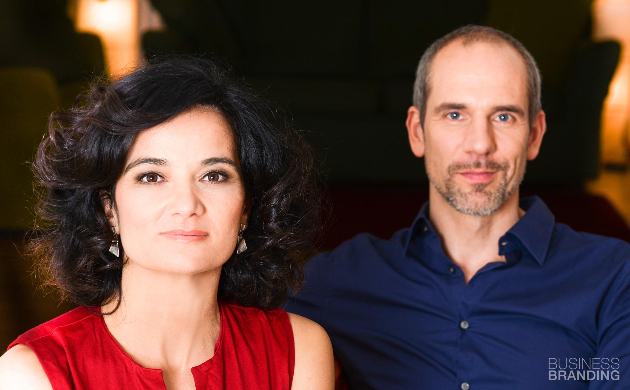 Hier sehen Sie ein erfolgreiches Paar - Business Portraits - Business Branding Fotograf Berlin