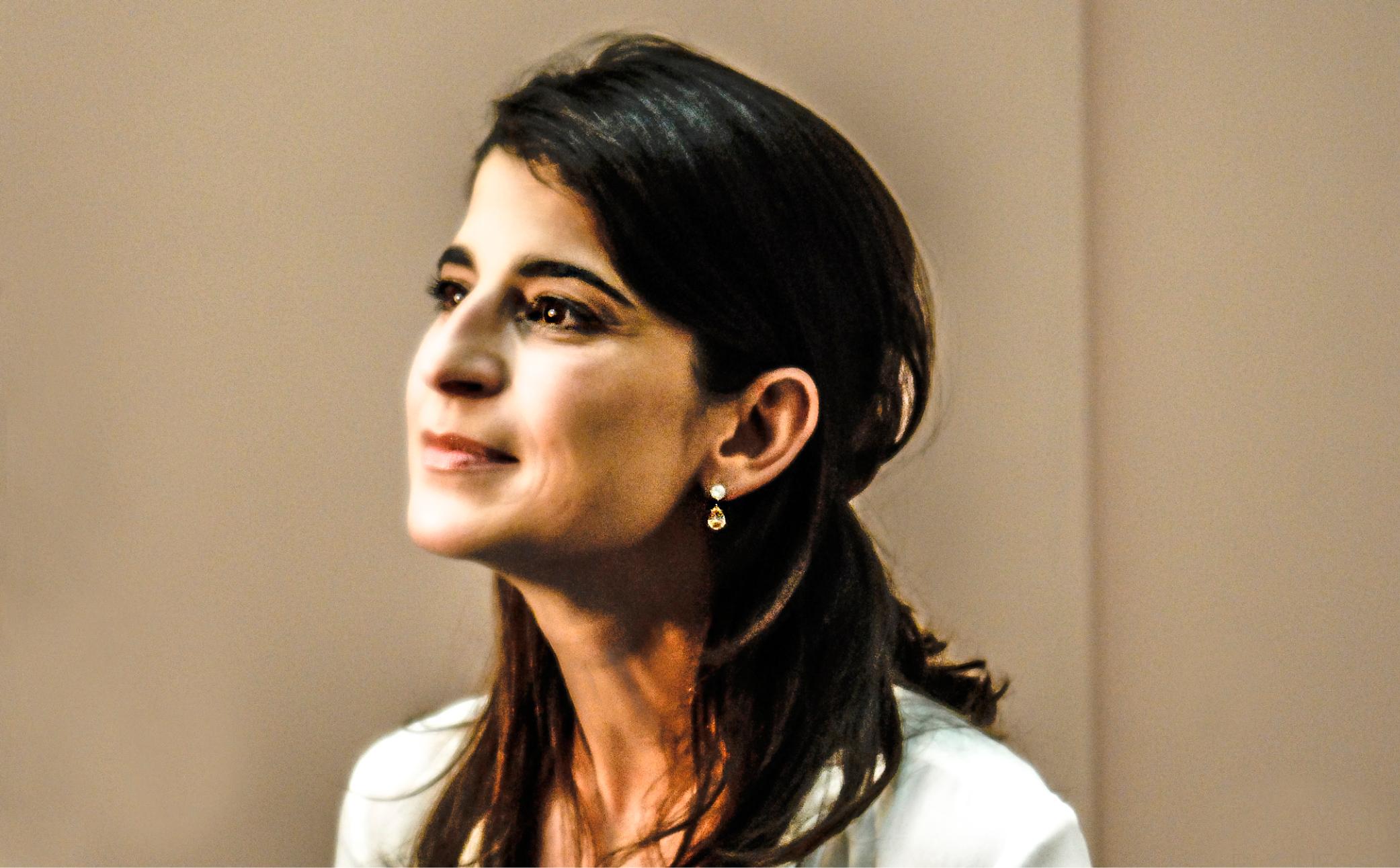 Frau auf einem Business Foto - Business Portraits - Business BrandingFotograf Berlin