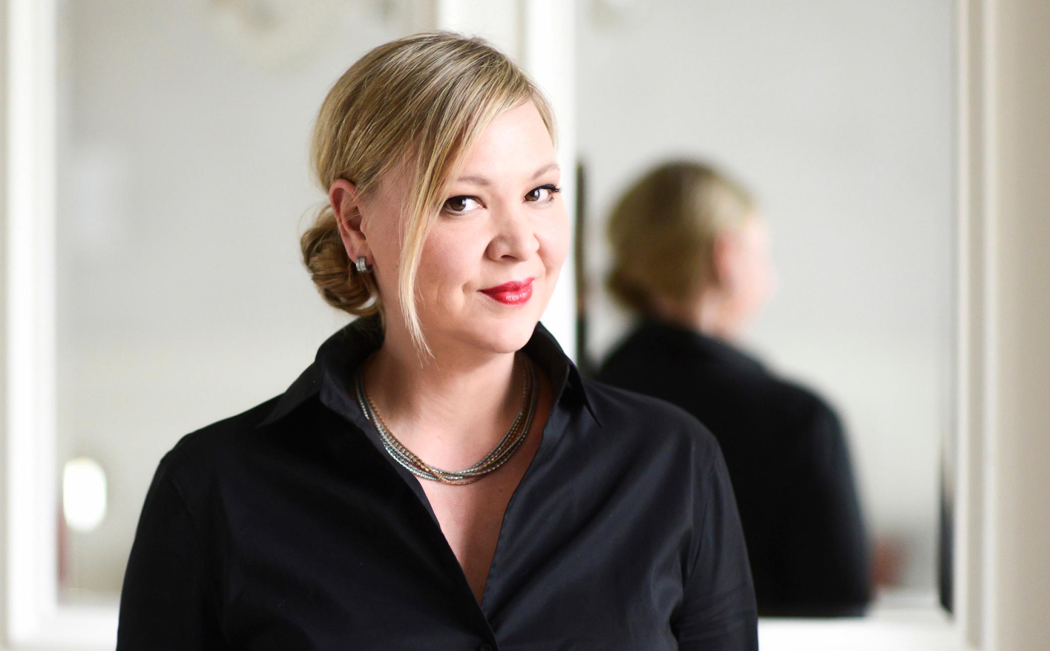 Frau auf einem Business Foto - Business Portraits - Business Branding Fotografie Berlin