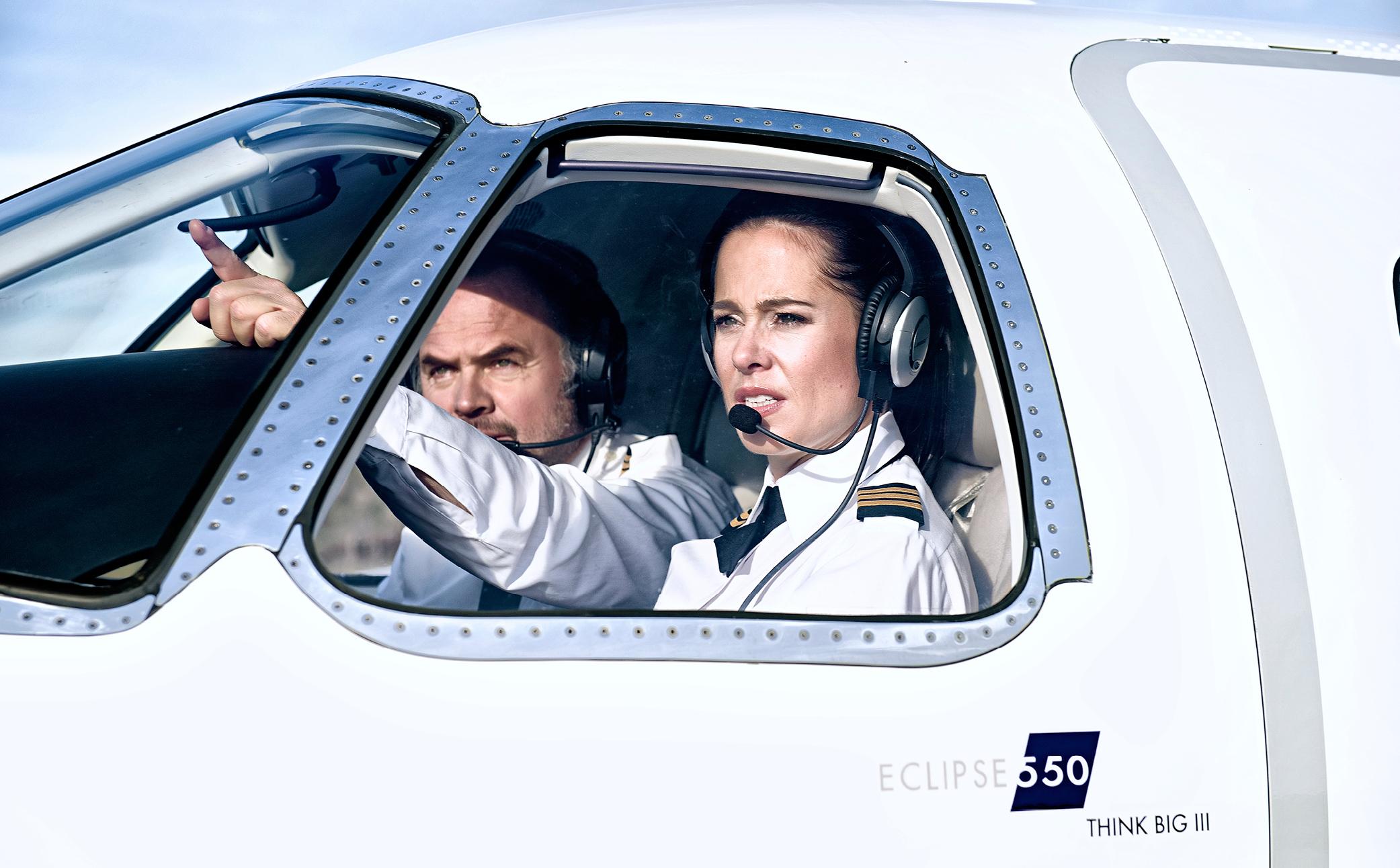 Hier sehen Sie die Piloten im Cockpit - Business Portraits - Business Branding Fotograf Berlin